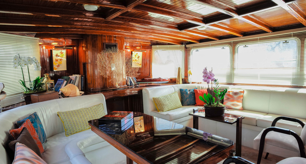 Lounge-looking-aft-b