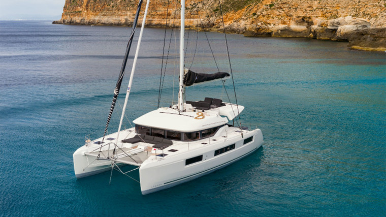 Screenshot_2018-12-19-Lagoon-Catamaran-vente,-location,-construction-de-catamaran-et-de-bateau-de-luxe---50