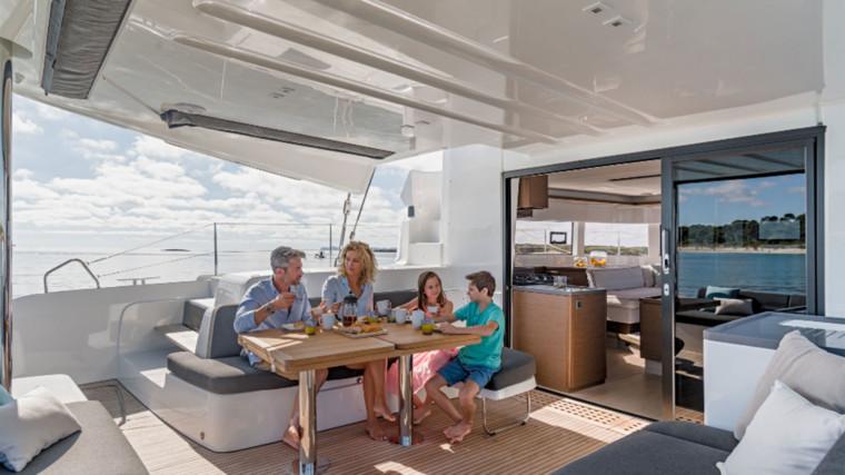 Screenshot_2018-12-19-Lagoon-Catamaran-vente,-location,-construction-de-catamaran-et-de-bateau-de-luxe---50(13)