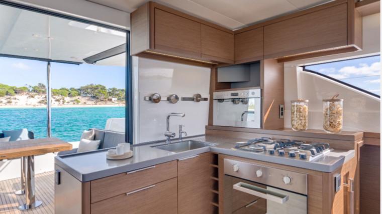 Screenshot_2018-12-19-Lagoon-Catamaran-vente,-location,-construction-de-catamaran-et-de-bateau-de-luxe---50(5)
