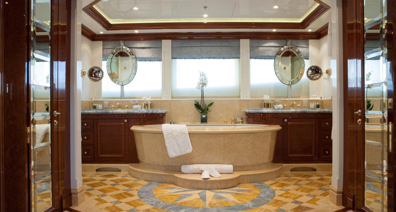 Yacht-St-David---Master-bath