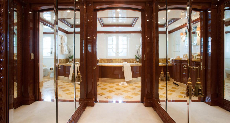 Yacht-St-David---VIP-Bath